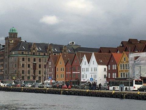 Trafikken står i stampe over Bryggen.
