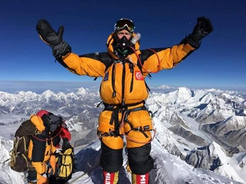 Steinsland har klatret mye i Jotunheimen. Han har vært på Kilimanjaro, Aconcagua og på flere topper i Bolivia. For en stund siden bestemte han seg for å bestige verdens høyeste fjell sammen med to kamerater. FOTO: EVENTYRTURER.
