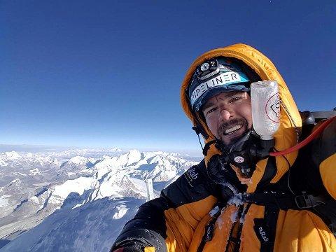 35-åringen besteg det fjellet som rager høyest over havets overflate. Dagen etter var Mads Steins land og kompisen Håkon Åsvang fra Florø tilbake i Everest basecamp. FOTO: EVENTYRREISER