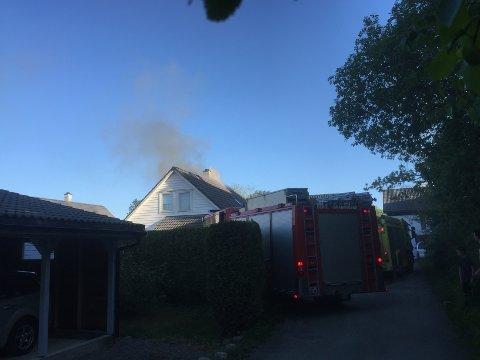 Her er einebustaden relativt kort tid etter brannen oppstod. Brannen utvikla seg til å bli ein større brann etter dette.