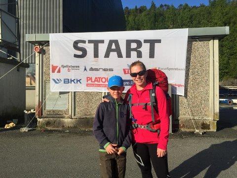 Benjamin (9) og mamma Benedicte Flygansvær var i godt humør før start.