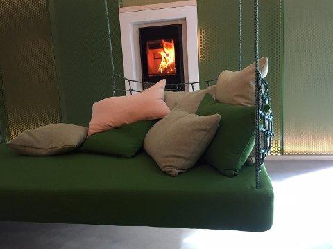 Dette er den spesialbygde sofaen som familien Lillebø så seg nødt til å kaste rett ut etter at de var med på interiørprogrammet Tid for Hjem.