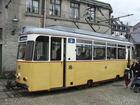 Denne trikken skal brukes mellom Møhlenpris og Engen. I dag driftes den som museumstrikk i rute mellom Bergen Tekniske Museum og rockeklubben Hulen. Trikken ble bygget i Øst-Berlin i 1969. Den trafikkerte gatene i Berlin frem til foreningen Bergen Eletriske Sporvei kjøpte trikken for en tysk mark (!) i 1996.