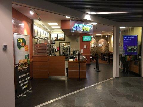 Forbundsleder Hisenaj er rystet over både lønnen og behandlingen som de ansatte får hos Subway på Oasen.