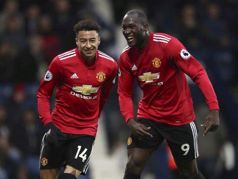Manchester Uniteds Jesse Lingard (t.v.) jubler sammen med lagkompis Romelu Lukaku etter seieren mot WBA forrige helg.