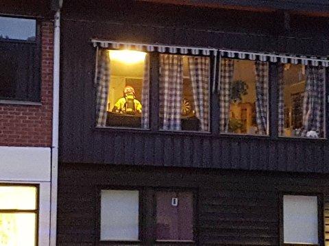 Røykdykkere ble sendt inn i vaktmesterboligen som ligger i Møllebakken Skole på Kronstad.