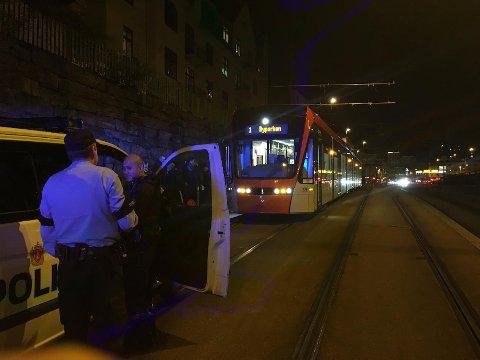 En mann ble påkjørt av Bybanen ved Danmarks plass fredag kveld.