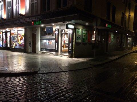 7-Eleven kiosken på Engen ble ranet like før midnatt tirsdag.