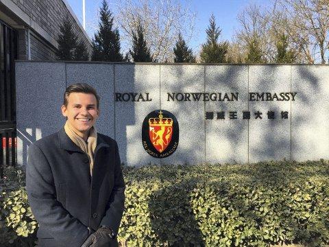Chris Jørgen Rødland (23) fra Bergen jobber dette halvåret  som praktikant ved Den norske ambassaden i Beijing. I fjor var 213 norske studenter praktikanter ved norske utenriksstasjoner.