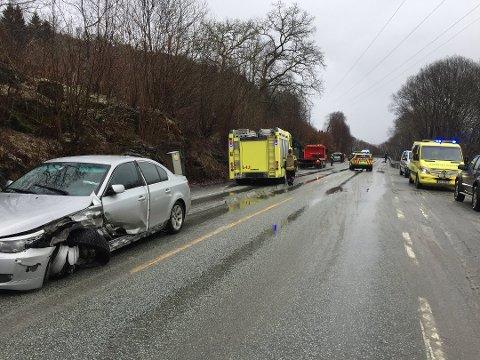 To biler kolliderte på E39 fredag ettermiddag.