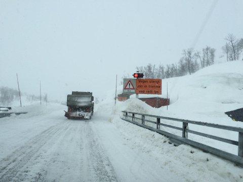 En typisk situasjon for bilister på Rv 7 over Hardangervidden om vinteren. Her fra samferdselsminister Ketil Solvik Olsen kjøretur fra vest til øst i februar 2015.