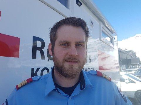 Kent Eivind Vorland, leder i Hordaland Røde Kors Hjelpekorps, tilbringer påsken i beredskap.