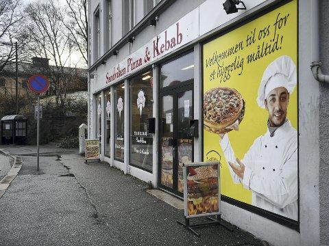 Sandviken Pizzeria måtte stenge ned mens de vasket og ryddet i lokalene sine. To dager senere fikk de åpne igjen.
