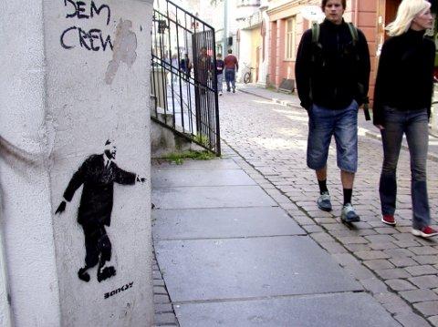 Banksys «Lenin on roller scates» fotografert i  Hollendergaten i 2003.