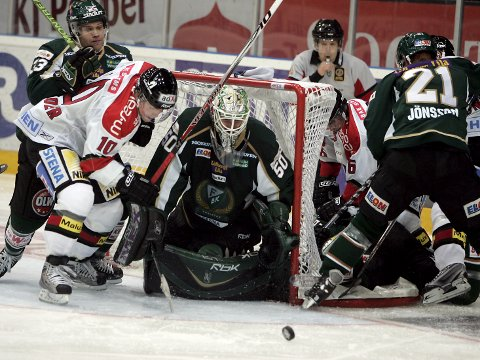Arkivfoto fra Löfbergs Arena i Färjestad og en kamp mellom Färjestad og Modo i 2008. Foto: Lars Hedelin (NTB scanpix)