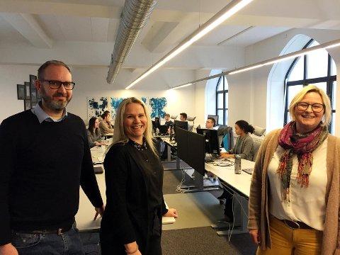 Fra venstre partner og forretningsutvikler Erik F. Loy, salgssjef Kari Skadal Kyrkjeeide og daglig leder Hege Jacobsen i softwareselskapet Dataloy. FOTO: SVEIN TORE HAVRE
