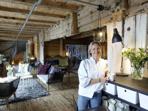 DRIFTIG: Janne Gullaksen (42) åpner snart dørene til sitt tredje sted: Bod 24 i Sandviken. – Jeg samarbeider med kokkene Petter Beyer og Andreas Lokøy. De lager maten til selskaper. I tillegg har jeg et par andre ansatte som hjelper meg masse, sier hun.FOTO: KATHERINE FERGUSON