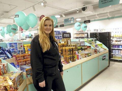 LITT AV ALT: Butikksjef på nyåpnede Normal på Åsane storsenter Terese Sørensen forteller at mange forbipasserende på senteret har stoppet opp og lurt på hva butikken tilbyr. – Det er god respons, sier hun.FOTO: KATHERINE FERGUSON
