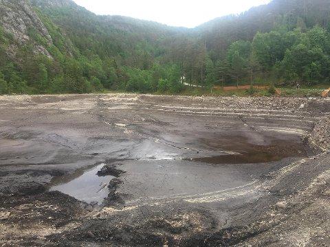 Slik ser det ut når alt vannet er tappet ned. Bildet ble tatt mandag denne uken.
