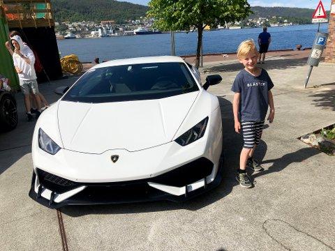 — Sånn vil jeg ha! Da må jeg jobbe og spare mange millioner, eller vinne på kasino, sier Emil Storaas Sæveraas (9).