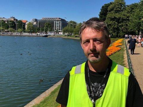 Eirik Espeland har jobbet i kommunens bymiljøetat siden 2002. Han følger ekstra nøye med andungene i disse dager.