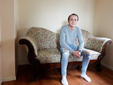 Sander Sletten i det som mulighens har vært Edvard Grieg sin sofa.