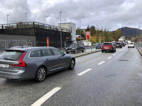 Omkjøring er skiltet via Nesttun sentrum.