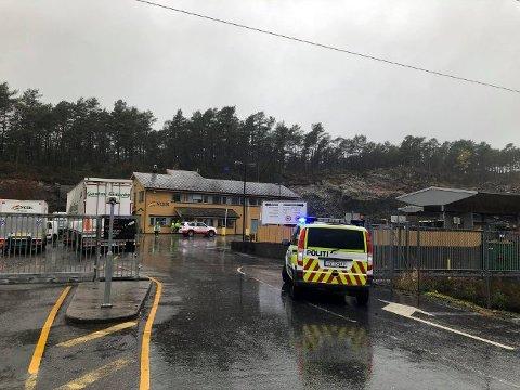 Anlegget i Kjevikdalen er sperret av etter en brann.