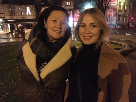 Elisabeth og Rachel Tveit tok evakueringen med et smil.