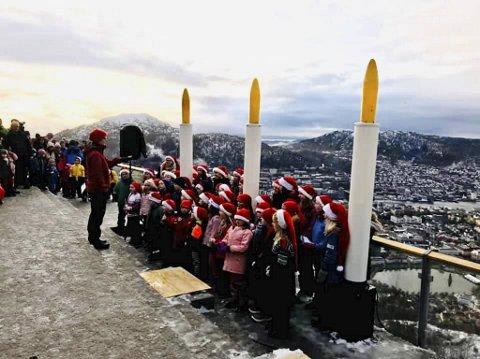 Første søndag i advent ble sunget inn av Biskophavn barnekor, mens prest Hans Jørgen Morvik fra Domkirken holdt dagens høyeste gudstjeneste.