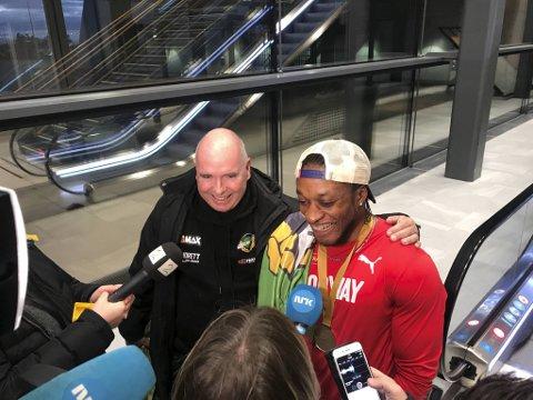Svaksynte Salum Kashafali ble verdensmester og norgesmester på 100 meter. Han ble overfalt av journalister da han kom hjem etter VM-gullet.