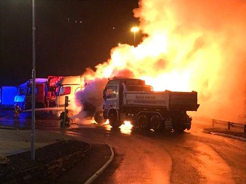 Lastebilen ble utbrent.