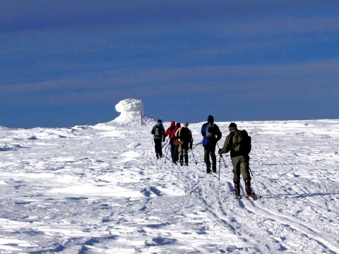 – Midt på dagen lørdag kan temperaturen ligge mellom tre og fem grader over 1000 meter, sier vakthavende meteorolog Geir Ottar Fagerli ved Vervarslinga på Vestlandet.
