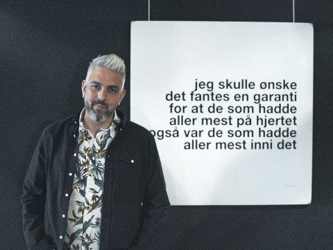 Multikunstner: Trygve Skaug har gitt ut fire diktsamlinger. I 2018 hadde lanserte han også en poesiutstillingen «Hjemmekamp». I morgen holder han konsert i Grieghallen.