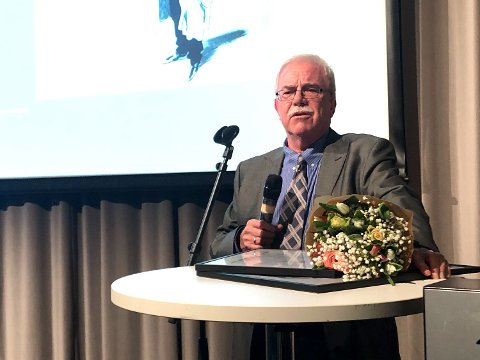 Tom Hjertholm fikk årets hederspris under pressefeiringen «Gullparaplyen».