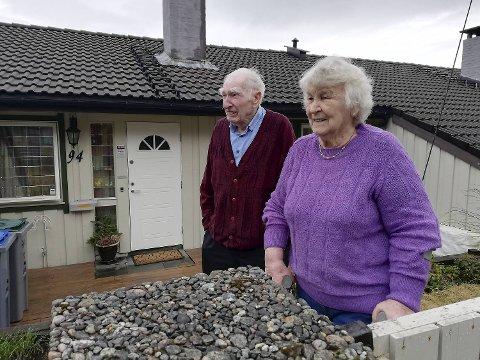 Rigmor og Harald Markussen bor et par hus bortenfor det brennende huset.