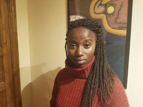 Anney Niyokindi (22) lå hjemme og sov i kollektivet da et skjeggkre krøp inn i øret hennes.