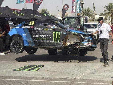 Slik så bilen til Andreas Bakkerud ut etter kjempesmellen i Abu Dhabi.