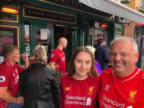 Malin  (14) og Roger Egesund er to av de mest ihuga supportene på Murphys pub på lørdag. Far har vært på over 20 kamper i år.