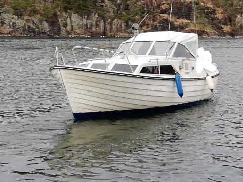 Slik ser familiebåten til Spjeld ut. Den tror de ble stjålet natt til lørdag.