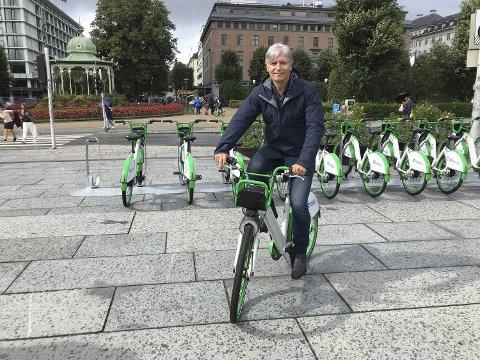 Klima- og miljøminister Ola Elvestuen var i Bergen og delte ut miljøpris lørdag.