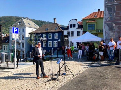 Byutviklingsbyråd Rune Bakervik åpnet den nye allmenningen.