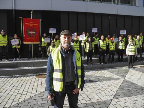 Avdelingsleder i Norsk Arbeidsmandsforbund (NAF), Knut Johannes Berg, sier de fortsatt har støtte for streiken, og at de streikende er motivert til å fortsette kampen.