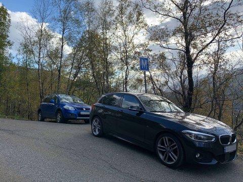 På vei opp mot fjelltoppen Hananipa, i Skulstadvegen, parkerer flere biler i veikanten og på møteplassene. Dette bekymrer beboerne.