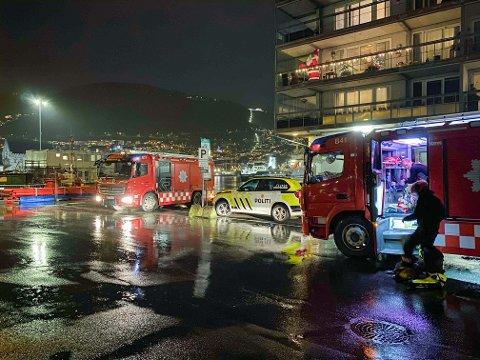 Politi og brannvesen søker etter mulige eksplosiver i sjøen ved Nordnes