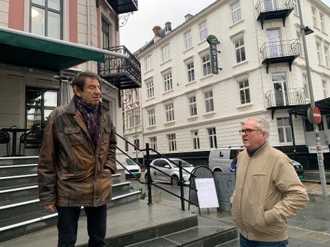 Helge Jordal og Yngve Seterås er forbanna på kommunen. De etterlyser svar i et opprop, sammen med mange andre profesjonelle skuespillere.