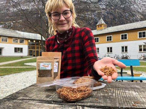 Kia Vejrup ivrer for at folk skal tenke nytt om proteinkilder. Hun har startet ungdomsbedriften Larvegodt og ønsker å satse i bransjen.