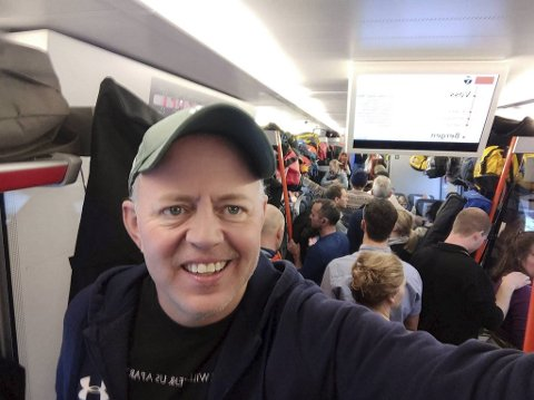 Bergenseren Paal Nupen fikk kun ståplass på det stappfulle toget fra Geilo. Nå refunderer Vy halve billettutgiftene.