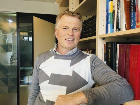 – Jeg frykter at vi får mange konkurser, men håper regjering, storting og Norges Bank klare å komme med gode løsninger for å bremse koronavirkningene, sier økonomiprofessor Ola Grytten ved NHH.