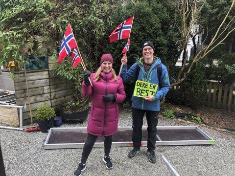 Gunhild Husebø Svendsen og kollega Marte Lystrup fra Kronstad skole spredte mye glede blant elevene på en rundtur i skolekretsen.